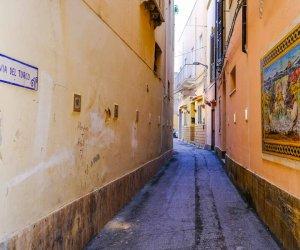 https://www.tp24.it/immagini_articoli/12-10-2021/1634038428-0-mazara-progetto-per-la-sicurezza-del-nbsp-centro-storico-pulite-le-nbsp-caditoie.jpg