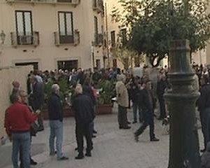 https://www.tp24.it/immagini_articoli/12-11-2017/1510471979-0-andata-manifestazione-trapani-sostenere-laeroporto-birgi.jpg