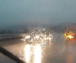 https://www.tp24.it/immagini_articoli/12-11-2019/1573556022-0-sicilia-auto-contromano-statale-pioggia-battente-video.jpg