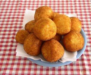 https://www.tp24.it/immagini_articoli/12-12-2014/1418377887-0-le-arancine-di-santa-lucia-queste-le-preferite-dai-marsalesi.jpg