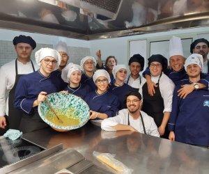 https://www.tp24.it/immagini_articoli/13-02-2020/1581587023-0-erasmus-plus-studenti-europei-ospiti-dellalberghiero-erice.jpg