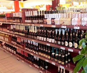 https://www.tp24.it/immagini_articoli/13-03-2014/1394695367-0-i-vini-piu-venduti-nei-supermecati-siciliani-syrah-nero-d-avola-alcamo.jpg