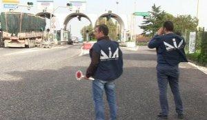 https://www.tp24.it/immagini_articoli/13-03-2018/1520936211-0-tangenti-costruzione-dellautostrada-siracusagela-arresti.jpg