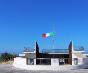 https://www.tp24.it/immagini_articoli/13-05-2018/1526214376-0-hanno-rubato-bandierone-monumento-mille.jpg