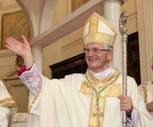 https://www.tp24.it/immagini_articoli/13-06-2018/1528889445-0-trapani-auguri-eletti-vescovo-fragnelli-segretario-tumbarello.jpg