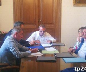 https://www.tp24.it/immagini_articoli/13-06-2018/1528916357-0-prima-volta-sindaco-tranchida-comune-trapani-ecco-prima-giunta.jpg