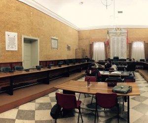 https://www.tp24.it/immagini_articoli/13-06-2019/1560445399-0-marsala-solo-dieci-consiglieri-comunali-aula-salta-sessione-bilancio.jpg