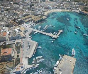 https://www.tp24.it/immagini_articoli/13-06-2019/1560446082-0-milioni-euro-porto-favignana-regione-finanzia-progetto.jpg