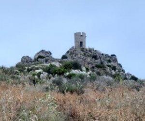 https://www.tp24.it/immagini_articoli/13-06-2019/1560451020-0-ecco-stato-sentiero-torre-bennistra-scopello-pochi-anni-restauro.jpg