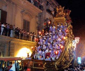 https://www.tp24.it/immagini_articoli/13-07-2018/1531464588-0-festino-santa-rosalia-carro-spettacoli-luglio-palerno.jpg