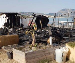 https://www.tp24.it/immagini_articoli/13-07-2018/1531468742-0-incendio-notte-distrutto-scivolo-cornino-custonaci-immagini.jpg