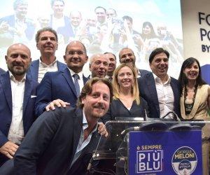 https://www.tp24.it/immagini_articoli/13-07-2019/1563007547-0-sicilia-fuga-partiti-forza-italia-perde-pezzi-meloni-cresce.jpg