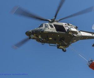 https://www.tp24.it/immagini_articoli/13-07-2019/1563013817-0-sicilia-emergenza-incendi-interventi-dellaeronautica-militare.jpg