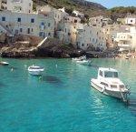 https://www.tp24.it/immagini_articoli/13-08-2018/1534186787-0-stagione-turistica-isole-sicilia-male-egadi-boom-eolie-lampedusa.jpg