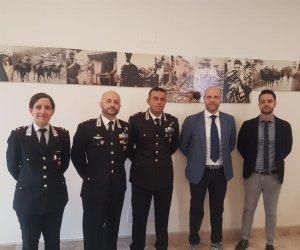 https://www.tp24.it/immagini_articoli/13-09-2019/1568373040-0-ufficiali-carabinieri-trapani.jpg