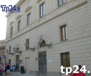 https://www.tp24.it/immagini_articoli/13-10-2018/1539425290-0-erice-consiglio-comunale-discute-lottizzazione-tegos-pizzolungo.jpg