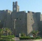 https://www.tp24.it/immagini_articoli/13-10-2018/1539429964-0-pantelleria-funzionare-lorologio-torre-castello.jpg