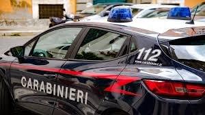 https://www.tp24.it/immagini_articoli/13-10-2019/1570950284-0-lancia-bottiglie-vetro-auto-passano-arrestato-giovane-marsala.jpg