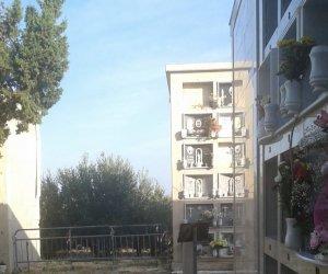 https://www.tp24.it/immagini_articoli/13-10-2019/1570979163-0-paceco-crolla-muro-cinta-cimitero-comunale.jpg