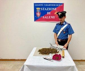 https://www.tp24.it/immagini_articoli/13-10-2021/1634122798-0-mezzo-chilo-di-marijuana-in-casa-arrestato-un-uomo-a-salemi.jpg