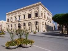 https://www.tp24.it/immagini_articoli/13-12-2013/1386921398-0-trapani-la-giunta-damiano-approva-il-bilancio.jpg