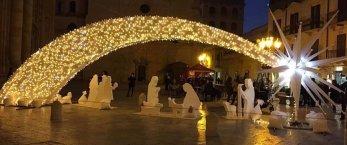 https://www.tp24.it/immagini_articoli/13-12-2019/1576263554-0-decorazioni-luminarie-eventi-natalizi-ecco-quanto-costano-trapani-marsala-mazara.jpg