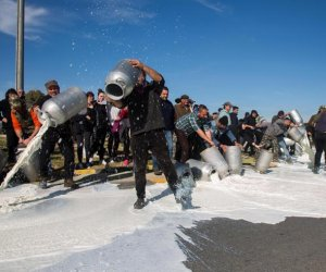 https://www.tp24.it/immagini_articoli/14-02-2019/1550148407-0-protesta-latte-arriva-anche-poggioreale.jpg