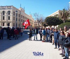 https://www.tp24.it/immagini_articoli/14-02-2020/1581688333-0-anche-trapani-protesta-lavoratori-scuole-ecco-perche.jpg