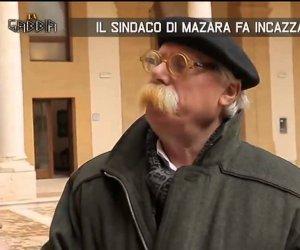 https://www.tp24.it/immagini_articoli/14-03-2019/1552592664-0-professione-sindaco-cristaldi-tranchida-molla-fascia.jpg