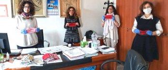 https://www.tp24.it/immagini_articoli/14-05-2020/1589443608-0-al-comune-di-nbsp-mazara-le-mascherine-del-progetto-donna.jpg