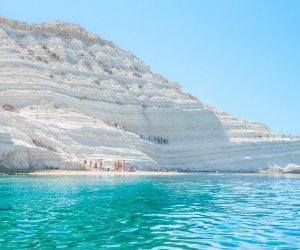 https://www.tp24.it/immagini_articoli/14-08-2019/1565766339-0-pipi-scala-turchi-multa-tremila-euro-turista.jpg