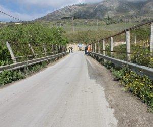 https://www.tp24.it/immagini_articoli/14-08-2019/1565779111-0-sistemazione-strada-provinciale-segesta.jpg