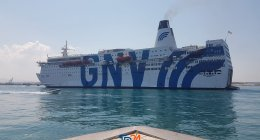 https://www.tp24.it/immagini_articoli/14-08-2020/1597384518-0-trapani-coronavirus-la-situazione-sulla-nave-quarantena-azzurra-nbsp.jpg