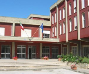 https://www.tp24.it/immagini_articoli/14-09-2021/1631613801-0-la-corruzione-per-i-progetti-scolastici-il-caso-arriva-fino-a-salemi.jpg