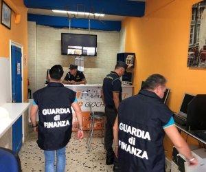 https://www.tp24.it/immagini_articoli/14-10-2019/1571072274-0-sicilia-centro-scommesse-abusivo-scoperto-sequestrato-guardia-finanza.jpg