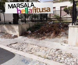 https://www.tp24.it/immagini_articoli/14-10-2020/1602665388-0-marsala-bella-fitusa-nbsp-le-sterpaglie-e-i-rifiuti-abbandonati-in-via-ferruccio-angileri.jpg