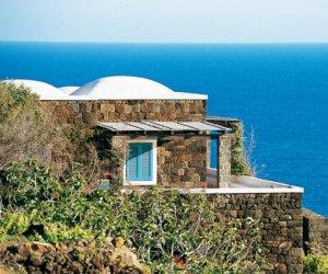 https://www.tp24.it/immagini_articoli/14-11-2016/1479118646-0-pantelleria-flussi-turistici-a-10-nel-2016-si-dimezza-la-produzione-di-capperi.jpg