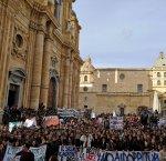 https://www.tp24.it/immagini_articoli/14-12-2018/1544808673-0-marsala-parlano-studentisiamo-stanchi-vedere-calpestati-nostri-diritti.jpg