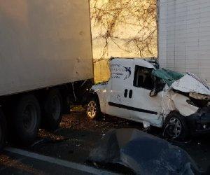 https://www.tp24.it/immagini_articoli/15-01-2019/1547546358-0-maxi-incidente-morti-uomini-donna.jpg