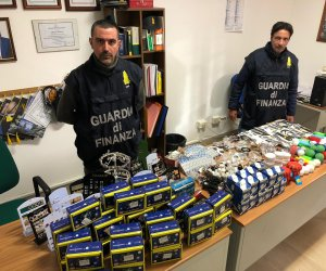https://www.tp24.it/immagini_articoli/15-01-2020/1579078832-0-sicilia-mille-prodotti-privi-marchio-sequestrati-negoziante-cinese.jpg