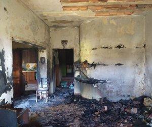 https://www.tp24.it/immagini_articoli/15-01-2020/1579104858-0-tragedia-famiglia-monaco-mazara-foto-casa-incendiata.jpg