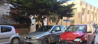 https://www.tp24.it/immagini_articoli/15-02-2019/1550234953-0-marsala-incidente-centro-violento-scontro-auto.jpg