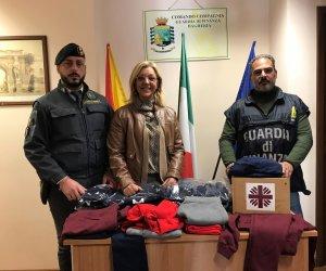 https://www.tp24.it/immagini_articoli/15-02-2020/1581754674-0-sicilia-guardia-finanza-dona-caritas-capi-abbiagliamento-contraffatti.jpg
