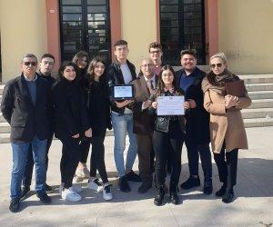 https://www.tp24.it/immagini_articoli/15-02-2020/1581788236-0-premio-scuola-digitale-riconoscimento-litet-girolamo-caruso-alcamo.jpg