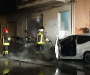 https://www.tp24.it/immagini_articoli/15-03-2019/1552631877-0-erice-auto-distrutte-dalle-fiamme-quaritere-casa-santa.jpg