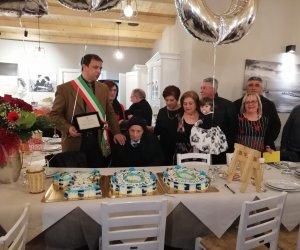 https://www.tp24.it/immagini_articoli/15-03-2019/1552633936-0-castellammare-nonno-centenario.jpg