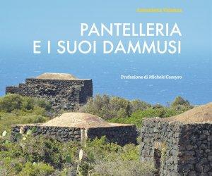 https://www.tp24.it/immagini_articoli/15-04-2015/1429083441-0-in-libreria-pantelleria-e-i-suoi-dammusi-di-antonietta-valenza.jpg