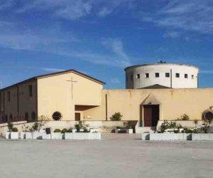 https://www.tp24.it/immagini_articoli/15-04-2019/1555350351-0-castelvetrano-hanno-rubato-grondaie-chiesa-durante-crucis.jpg