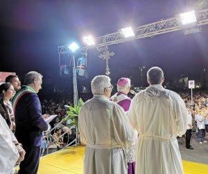 https://www.tp24.it/immagini_articoli/15-08-2019/1565826725-0-trapani-veglia-mariana-porto-peschereccio-lintervento-vescovo-fragnelli.jpg