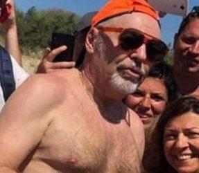 https://www.tp24.it/immagini_articoli/15-08-2019/1565883385-0-sicilia-vasco-rossi-vacanza-porto-palo-foto-spiaggia-diventano-virali.jpg